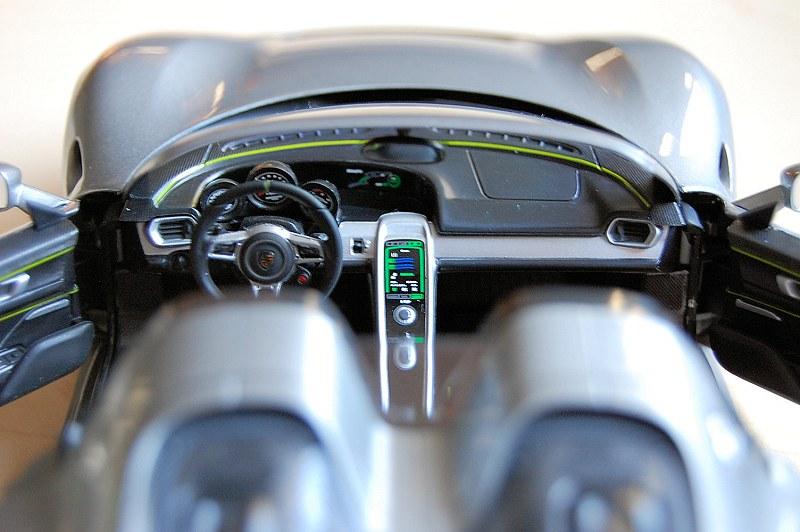 Review minichamps dealer edition porsche 918 spyder - Porsche 918 interior ...