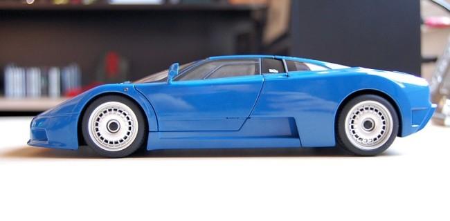 REVIEW: AUTOart Bugatti EB110 GT • DiecastSociety.com