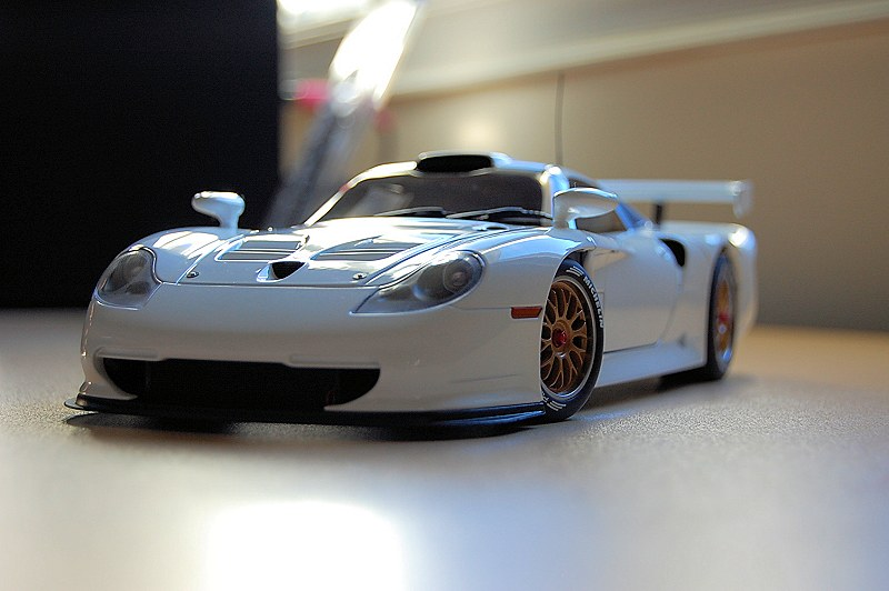 autoart porsche 911 gt1 review highly detailed autoart diecast model car white porsche 911 gt1. Black Bedroom Furniture Sets. Home Design Ideas