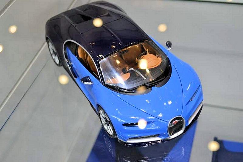 bburago new 1 18 bugatti chiron. Black Bedroom Furniture Sets. Home Design Ideas