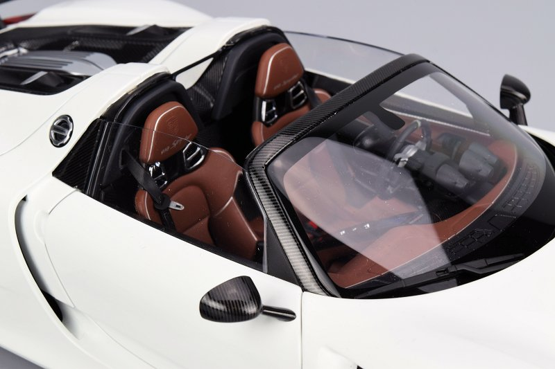 review autoart porsche 918 spyder with weissach package. Black Bedroom Furniture Sets. Home Design Ideas