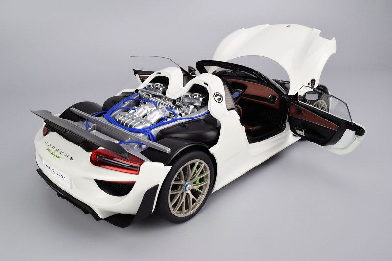 overall im very pleased with the porsche 918 spyder from autoart the positives here certainly out weigh the negatives ive pointed out