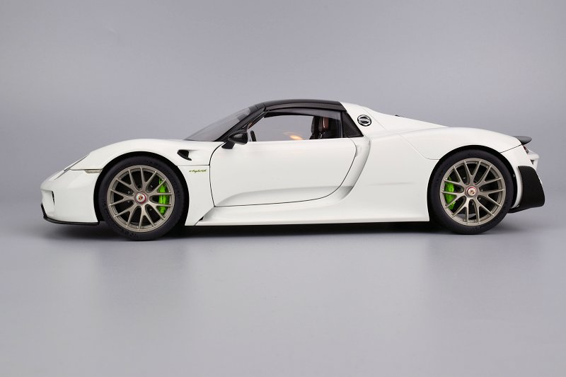 review autoart porsche 918 spyder with weissach package. Black Bedroom Furniture Sets. Home Design Ideas
