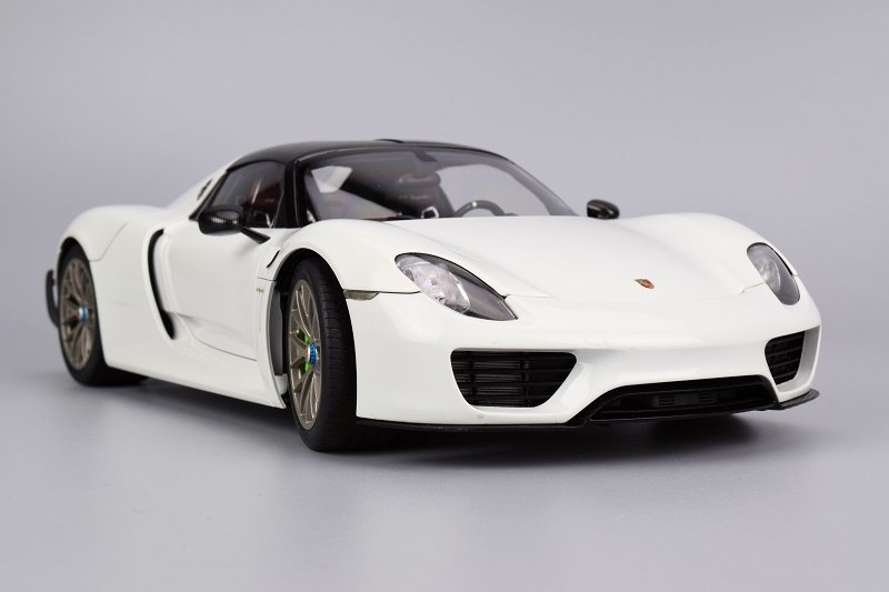 porsche 918 spyder white. the front of 918 spyder is nicely executed all seems in place and clean throughout perforated grilles are found on lower section porsche white